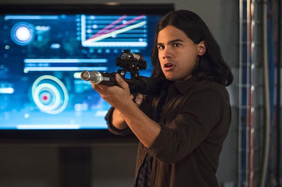 Kämpft bis zum bitteren Ende: Cisco (Carlos Valdes) ... - Bildquelle: 2015 Warner Brothers.
