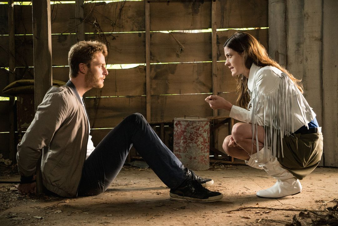 Wahr oder nur eine Phantasie? Rebecca (Jennifer Carpenter, r.) und Brian (Jake McDorman, l.) ... - Bildquelle: David M. Russell 2015 CBS Broadcasting, Inc. All Rights Reserved