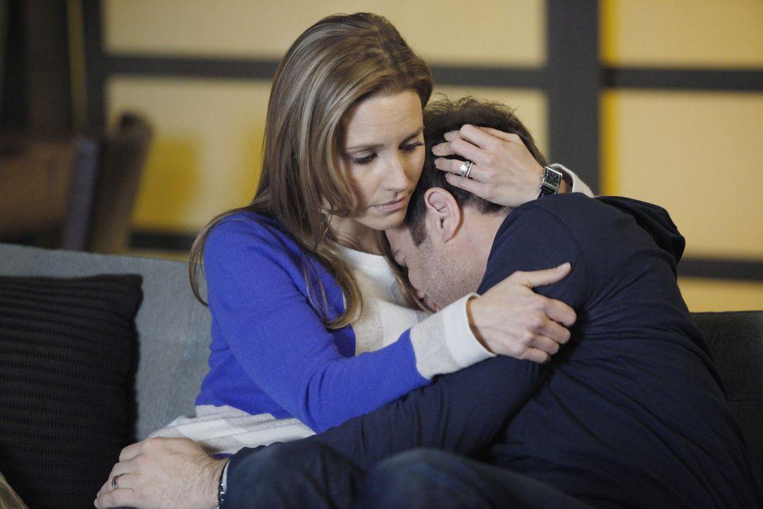 Während sich Addison und Jake mit potenziellen Leihmüttern treffen, ist die momentane Situation für Cooper (Paul Adelstein, r.) zu viel. Doch Cha... - Bildquelle: ABC Studios