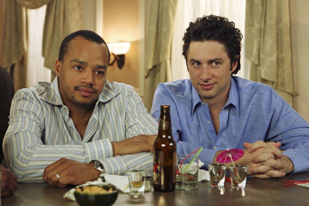 J.D. (Zach Braff, r.) begleitet Turk (Donald Faison, l.) zu einer Chirurgen-Tagung, um sich von Elliot abzulenken. Das fällt ihm anfangs schwer, do... - Bildquelle: Touchstone Television
