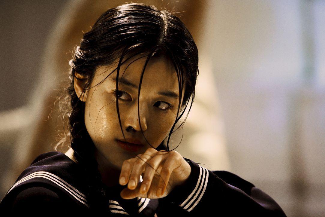 Sie ist halber Vampir und halber Mensch: Eines Tages wird Saya (Gianna Jun) in eine amerikanische Militärbasis in Tokio eingeschleust, um dort myst...