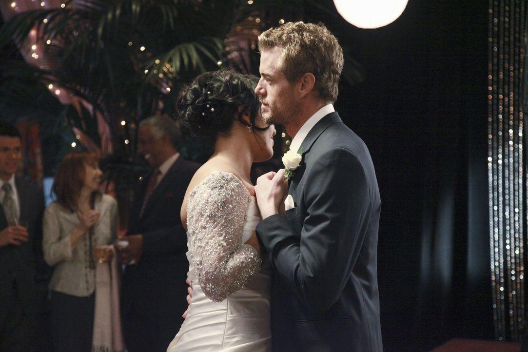 Der Tag der Hochzeit von Callie (Sara Ramirez, l.) und Arizona ist gekommen. Mark (Eric Dane, r.) steht seiner besten Freundin an ihrem besonderen T... - Bildquelle: Richard Cartwright 2011 American Broadcasting Companies, Inc. All rights reserved. / Richard Cartwright