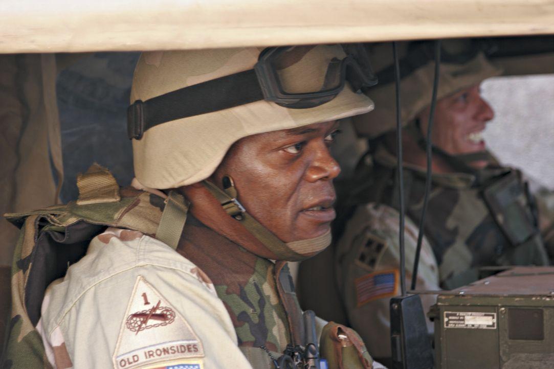 Eine Gruppe von Soldaten (Samuel L. Jackson) hat ihren Dienst an der irakischen Front abgeleistet. Nun warten sie sehnsüchtig auf ihre Heimreise in... - Bildquelle: Nu Image