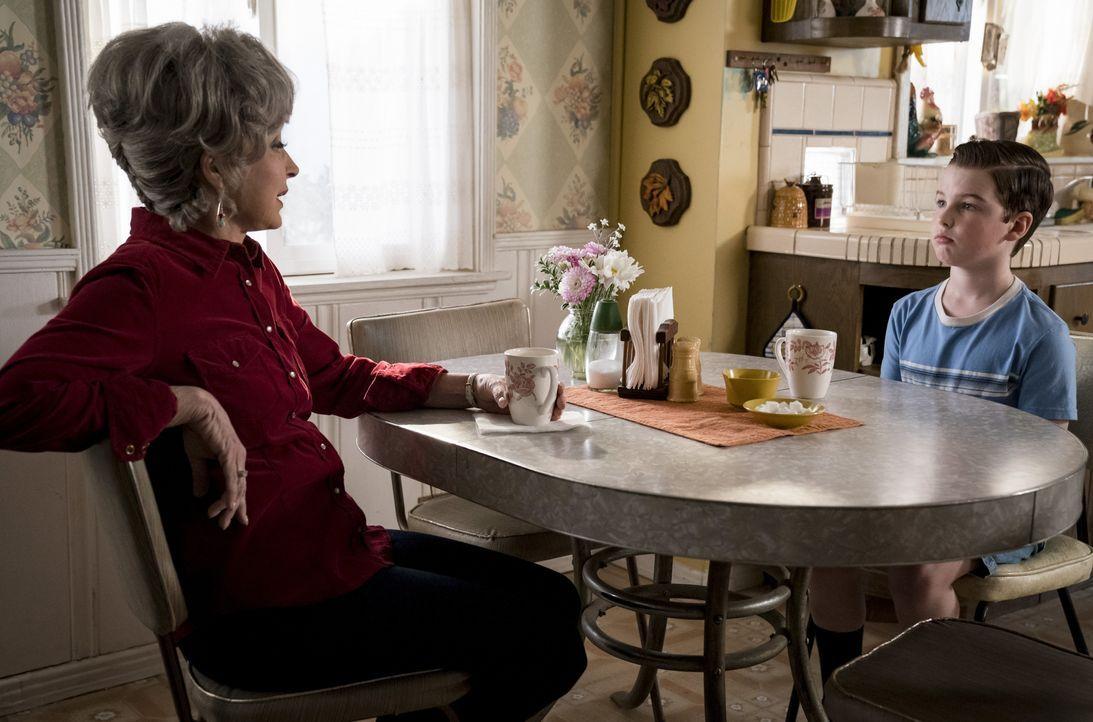 Meemaw (Annie Potts, l.); Sheldon Cooper (Iain Armitage, r.) - Bildquelle: Nicole Wilder-Shattuck 2019 WBEI. All rights reserved. / Nicole Wilder-Shattuck