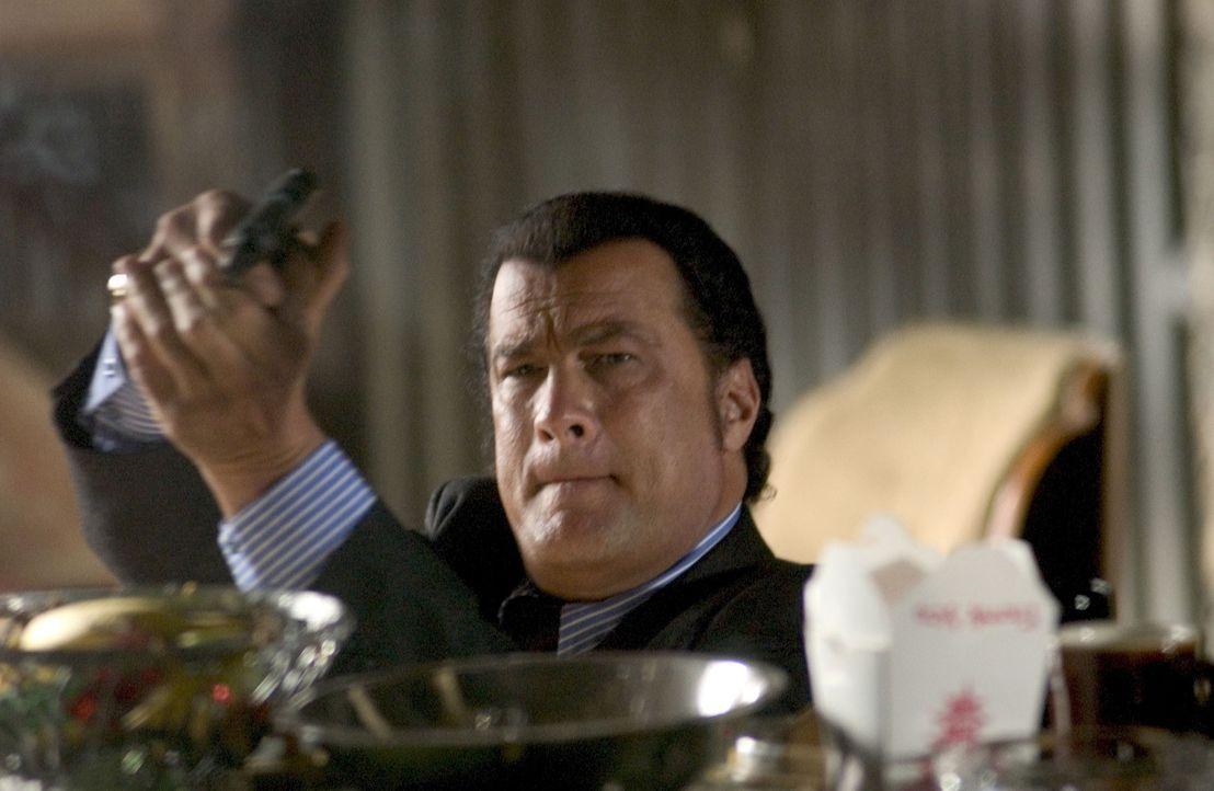 Ex-CIA-Agent Jonathan Cold (Steven Seagal) gerät auf mysteriöse Weise ins Blickfeld seines eigenen Geheimdienstes ... - Bildquelle: Copyright   2005 Crab Trap Productions. All Rights Reserved.