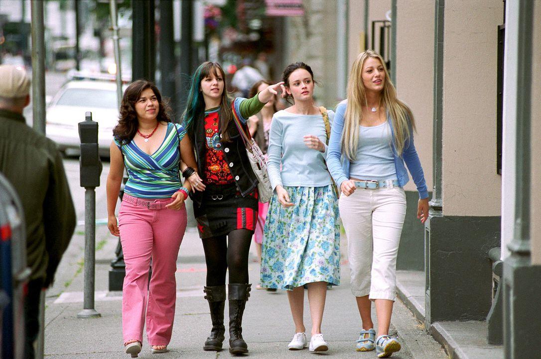 Wahre Freunde: Tibby (Amber Tamblyn, 2.v.l.), Lena (Alexis Bledel, 2.v.r.), Carmen (America Ferrera, l.) und Bridget (Blake Lively, r.) ... - Bildquelle: Warner Bros.