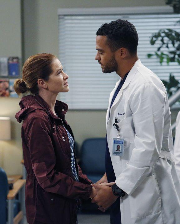 Finden Jackson (Jesse Williams, r.) und April (Sarah Drew, l.) durch einen Patienten wieder zusammen? - Bildquelle: Tony Rivetti ABC Studios
