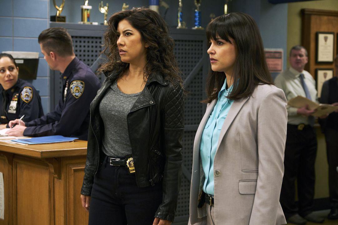 Rosa Diaz (Stephanie Beatriz, l.); Amy Santiago (Melissa Fumero, r.) - Bildquelle: John P. Fleenor 2018 UNIVERSAL TELEVISON LLC. All rights reserved. / John P. Fleenor