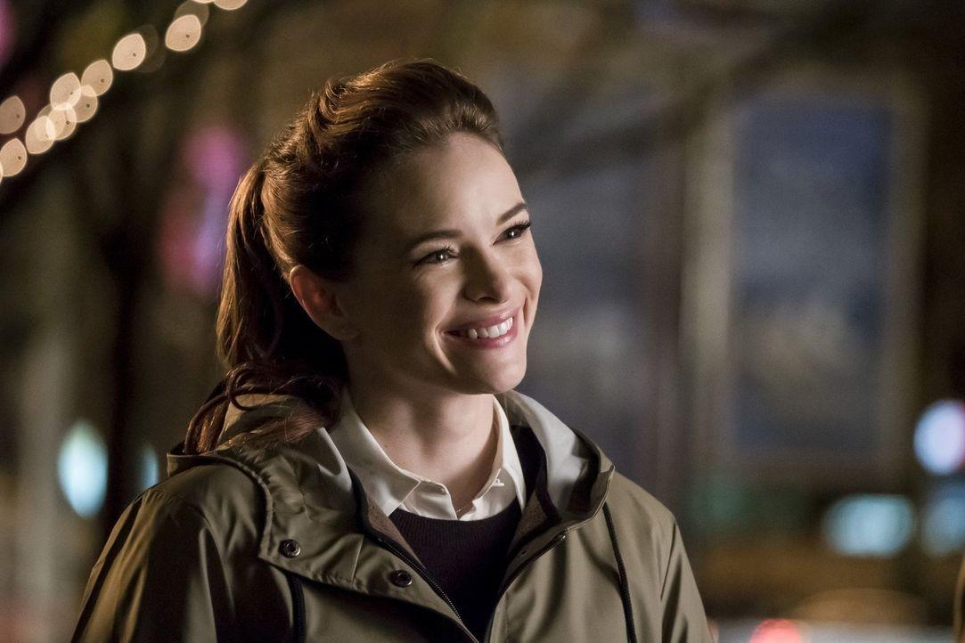 Können Caitlin (Danielle Panabaker) und Team Flash wirklich gegen Grodd gewinnen und damit noch eine Schlagzeile aus den Nachrichten der Zukunft ver... - Bildquelle: 2016 Warner Bros.