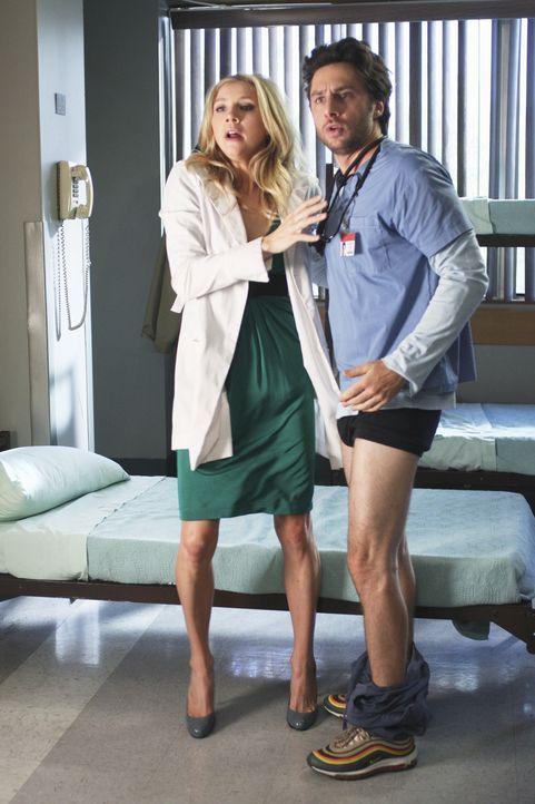 Elliot (Sarah Chalke, l.) und Carla haben einen Plan, um J.D. (Zach Braff, r.) und Turk zum Reden zu bringen. Doch wird ihr Plan aufgehen? - Bildquelle: Touchstone Television
