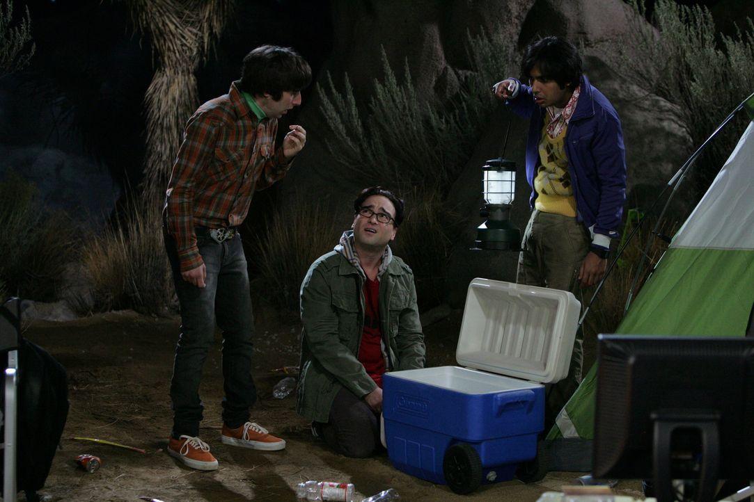 Howard (Simon Helberg, l.), Raj (Kunal Nayyar, r.) und Leonard (Johnny Galecki, M.) gehen zelten, um den Meteorschauer der Leoniden zu beobachten. H... - Bildquelle: Warner Bros. Television
