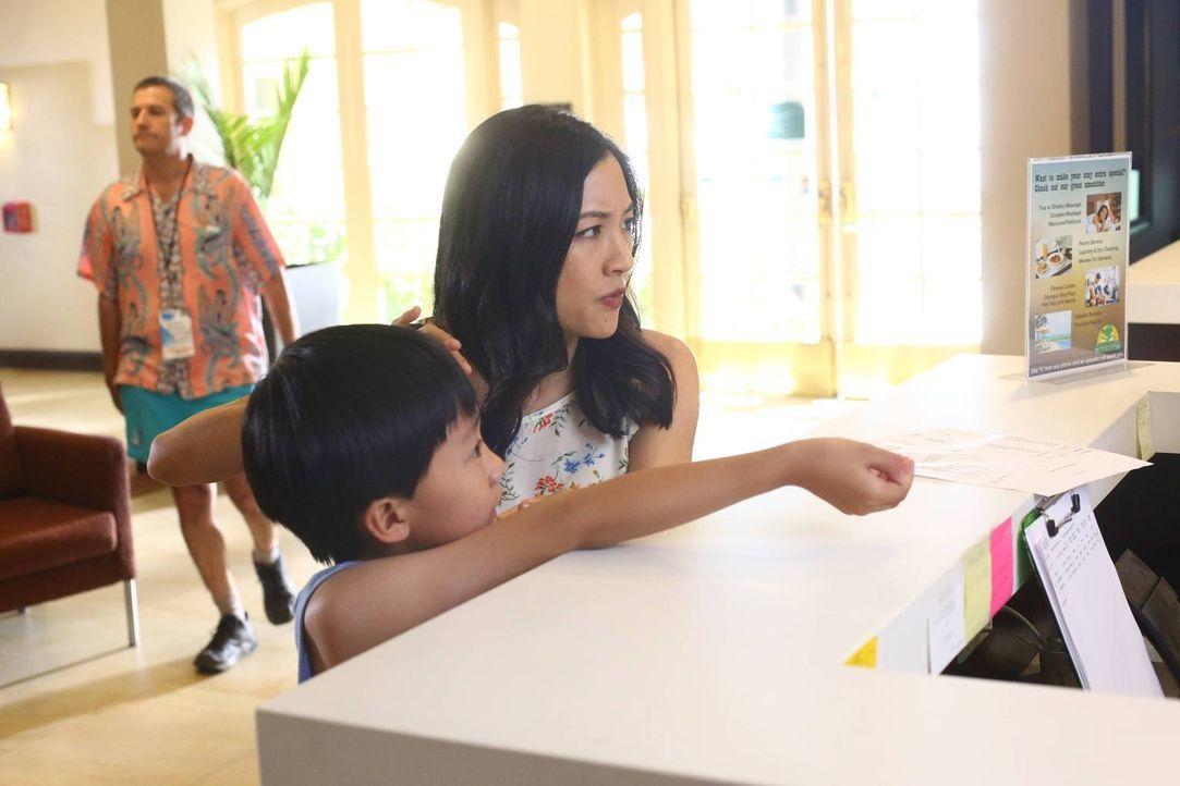 Freuen sich auf ihren Urlaub - doch wird er problemlos verlaufen? Evan (Ian Chen, l.) und Jessica (Constance Wu, r.) - Bildquelle: 2015-2016 American Broadcasting Companies. All rights reserved.