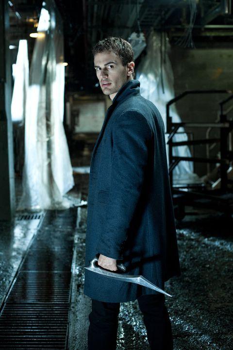 Im mörderischen Kampf gegen die Lykaner erhält Selene Hilfe von dem jungen Vampir David (Theo James), der ihr Geheimnis kennt ... - Bildquelle: 2012 Lakeshore Entertainment Group LLC. All Rights Reserved.