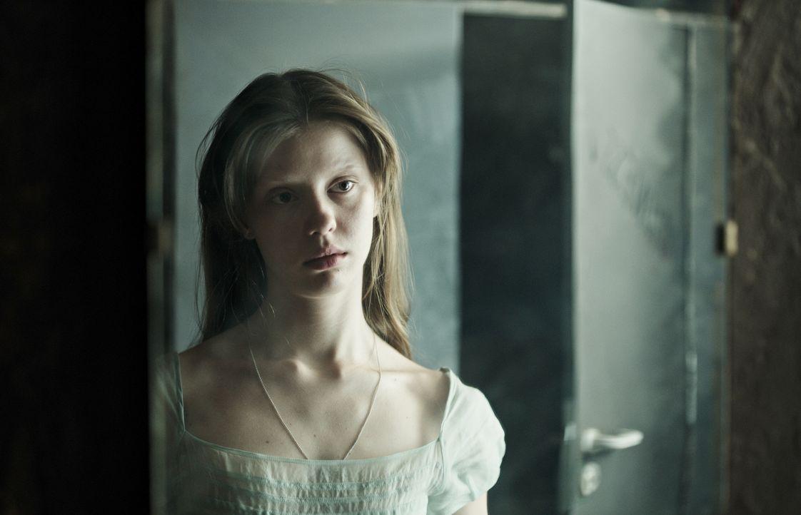 Hannah (Mia Goth) - Bildquelle: 2017 Twentieth Century Fox Film Corporation. All rights reserved.