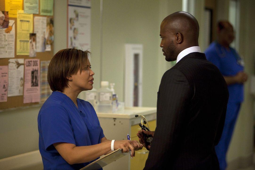 Die Ärzte im St. Ambrose Krankenhaus bekommen Unterstützung durch einen neuen Arzt, während Stephanie (Justina Machado, l.) Sam (Taye Diggs, r.)... - Bildquelle: ABC Studios