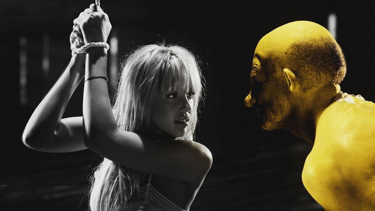 Willkommen in Sin City: Yellow Bastard (Nick Stahl, r.) ist ein sadistischer Vergewaltiger. Eines Tages gelingt es ihm, das liebenswerte Mädchen Na... - Bildquelle: Dimension Films