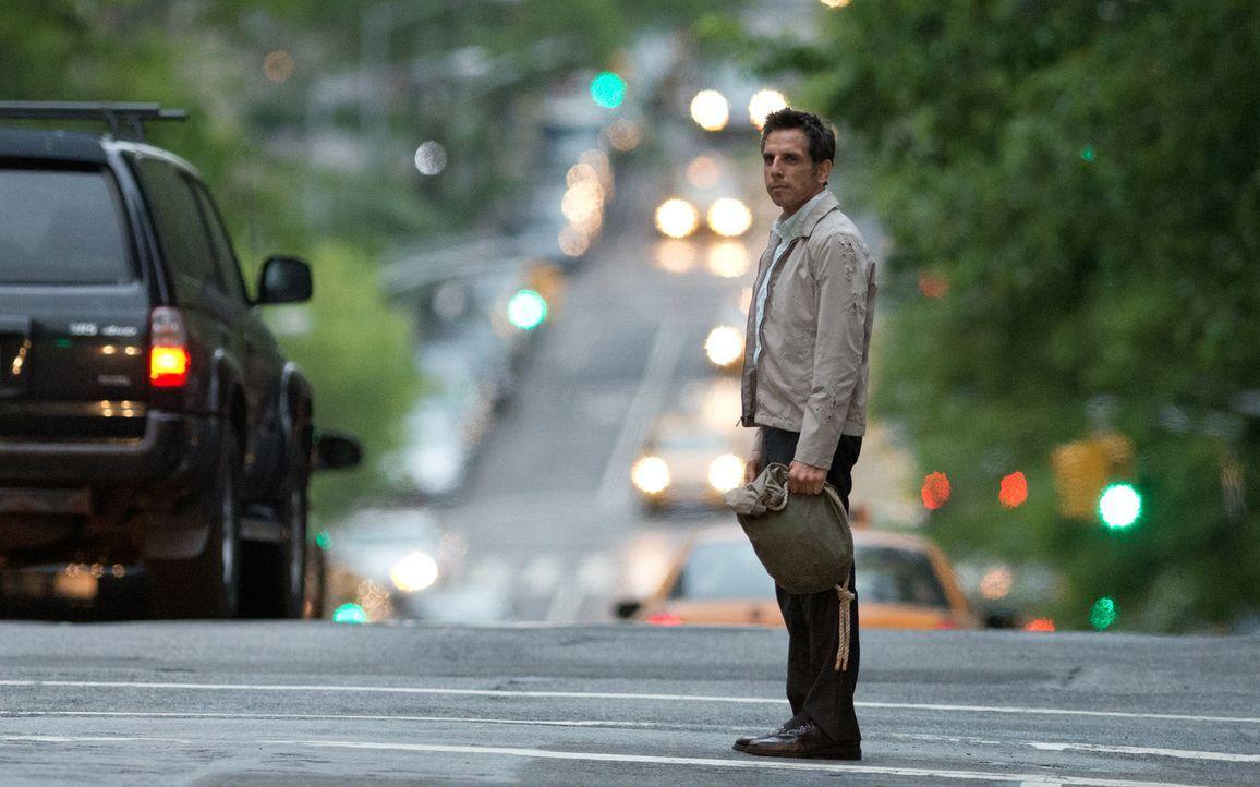 Ist noch nie irgendwohin gereist, hat noch nie irgendwas Spektakuläres gemacht und hat auch sonst nichts zu erzählen: Walter Mitty (Ben Stiller) füh... - Bildquelle: 2013 Twentieth Century Fox Film Corporation.  All rights reserved.