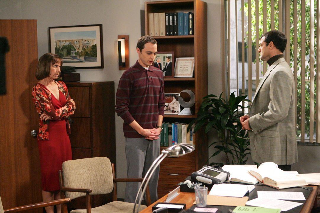 Mary (Laurie Metcalf, l.) beweist Ausdauer mit ihrem Sohn, doch dann greift sie resolut durch und schleppt Sheldon (Jim Parsons, M.) zu dessen Boss,... - Bildquelle: Warner Bros. Television
