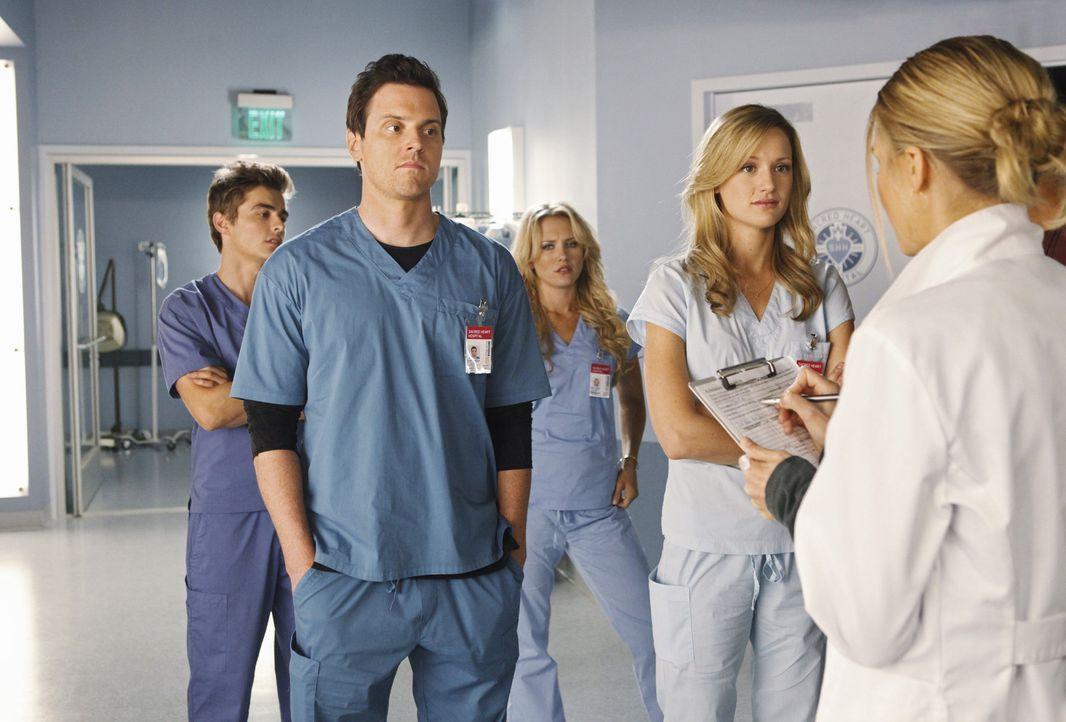 Drew (Michael Mosley, 2.v.l.), Maya (Nicky Whelan, M.), Cole (Dave Franco, l.) und Lucy (Kerry Bishe, 2.v.r.) werden von Denise (Eliza Coupe, r.) da... - Bildquelle: Touchstone Television