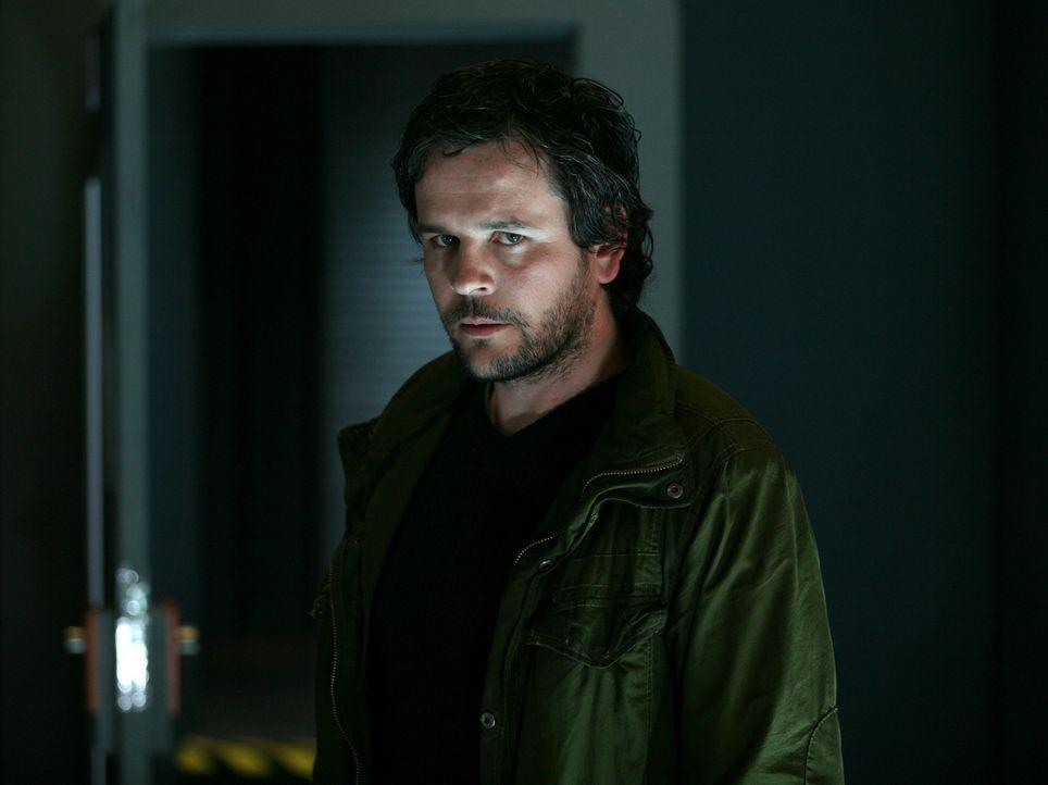 Als das Team Ethan (Jonathan Byrne) festnimmt, erkennt der zurückgekehrte Danny in ihm seinen seit 18 Jahren verschollen Bruder Patrick wieder ... - Bildquelle: ITV Plc