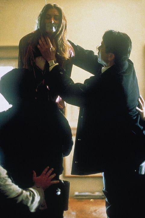 Rettung im letzten Moment: Grace Mitchell (Mädchen Amick) ... - Bildquelle: COLUMBIA TRISTAR INTERNATIONAL TELEVISION