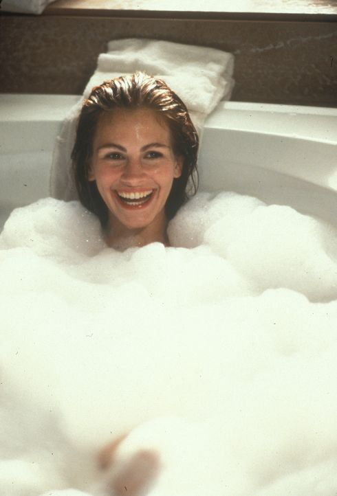Vivian (Julia Roberts) ist überglücklich: Dank eines spendablen Kunden residiert sie eine lange Woche in einem Luxushotel, darf sich schicke Klamott... - Bildquelle: Touchstone Pictures. All Rights Reserved.