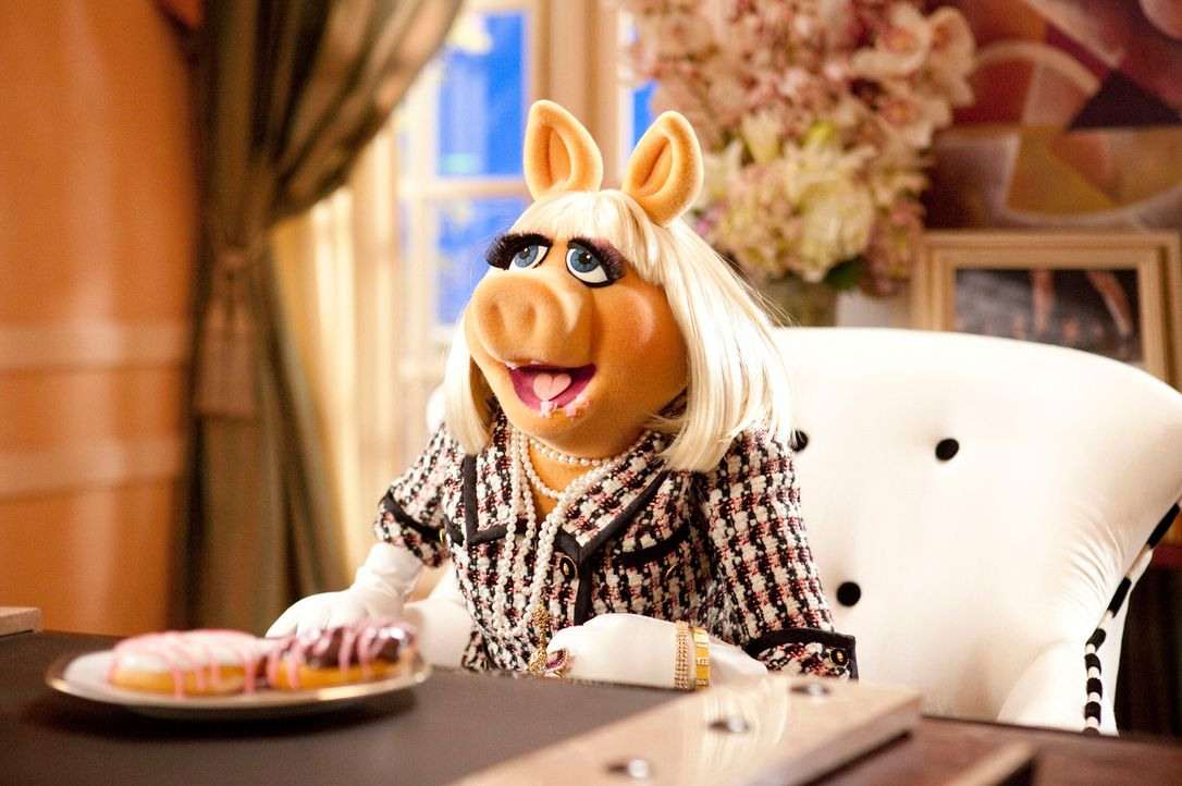 "Die erfolgreiche Chefredakteurin der ""Vogue"", Miss Piggy, wird nach Los Angeles gerufen, um den Abriss der Muppet-Studios zu verhindern ... - Bildquelle: The Muppets Studio, LLC. All rights reserved"