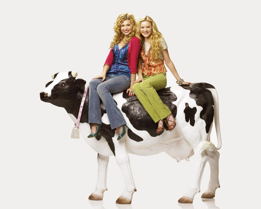 Die verwöhnten Zwillinge Taylor (Alyson Michalka, l.) und Courtney (Amanda Michalka, r.) leben jeden Tag wie Gott in Frankreich. Ihr Vater, ein erf... - Bildquelle: Buena Vista International Television