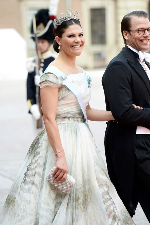 Hochzeit-Prinz-Carl-Philip-Sofia-Hellqvist-15-06-13-10-dpa - Bildquelle: dpa