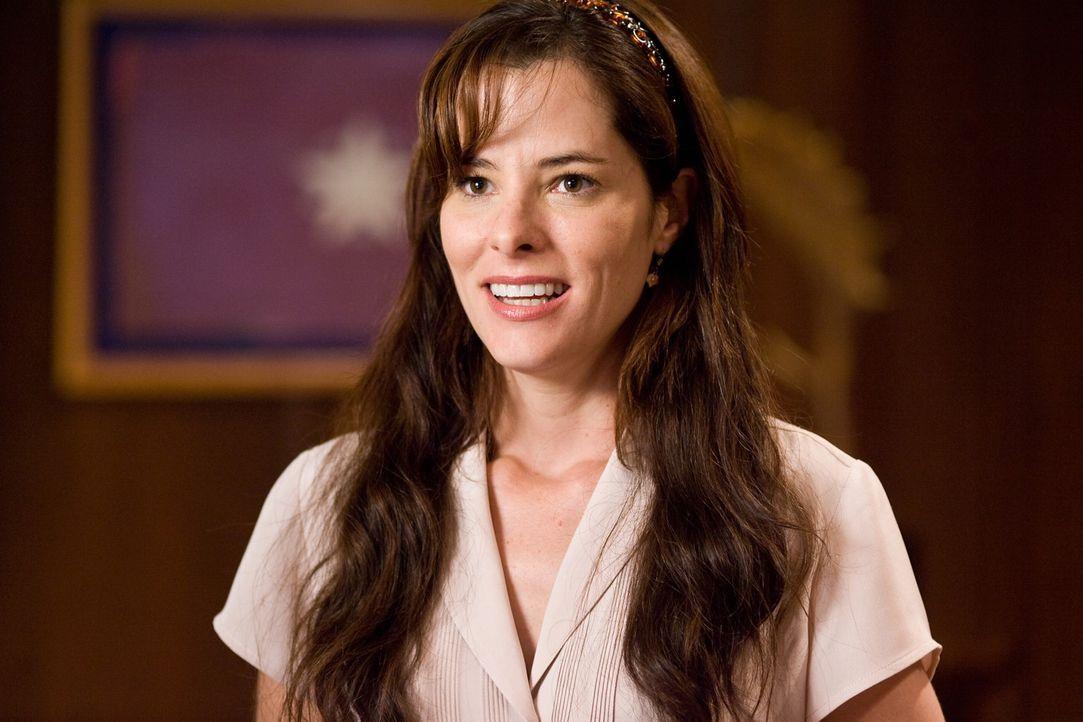 Als Becky (Parker Posey) erfährt, dass sie inoffiziell Ashley, die Tochter der Senatorin, zur Spring-Break-Ferieninsel South Padre Island begleiten... - Bildquelle: Warner Bros.