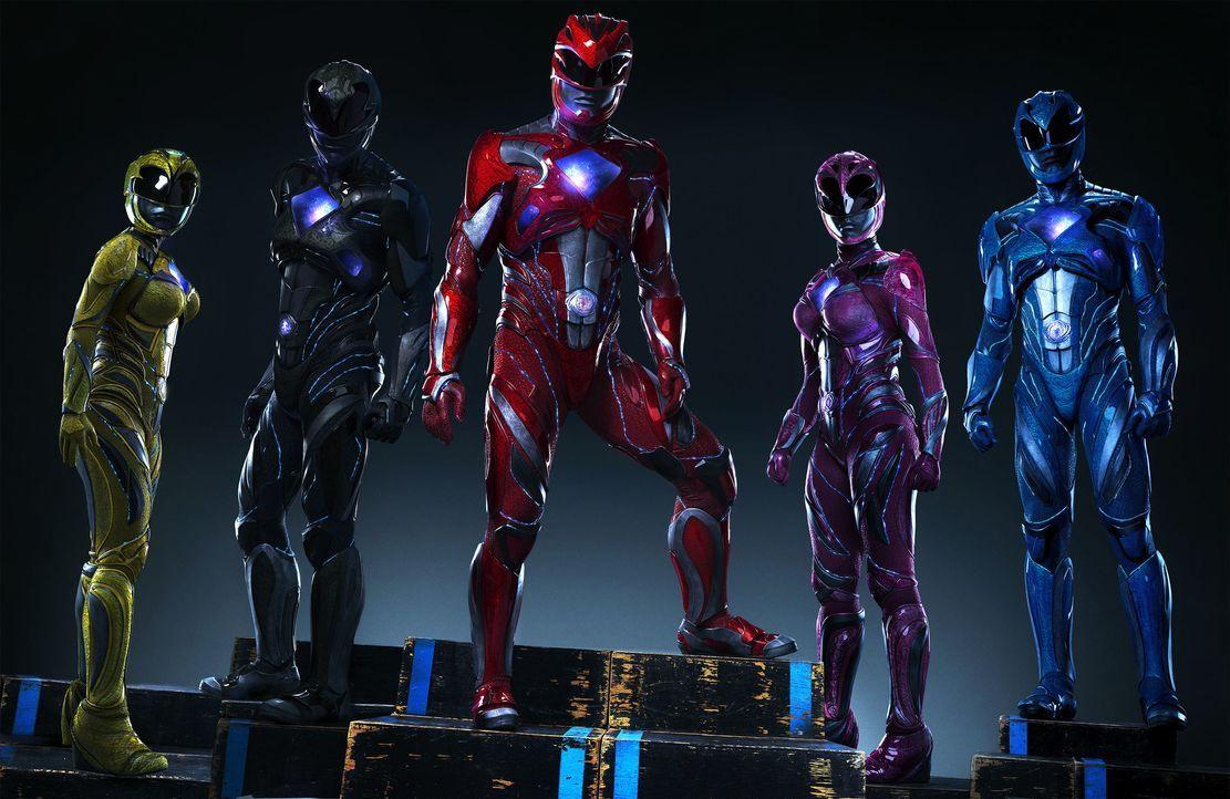 (v.l.n.r.) Yellow Ranger (Becky G), Black Ranger (Ludi Lin), Red Ranger (Dacre Montgomery), Pink Ranger (Naomi Scott), Blue Ranger (RJ Cyler) - Bildquelle: Tim Palen STUDIOCANAL / Tim Palen