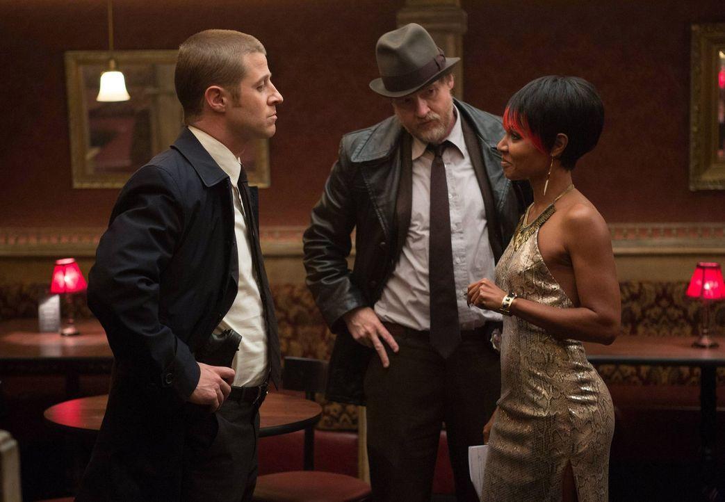 Bei den Ermittlungen im Fall eines Menschenhändlerrings hoffen James Gordon (Ben McKenzie, l.) und Harvey Bullock (Donal Logue, M.) auf Hilfe von Fi... - Bildquelle: Warner Bros. Entertainment, Inc.