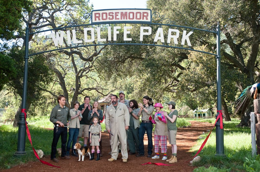 Der Rosemoor Wildlife Park wird eröffnet: (v.l.n.r.) Benjamin (Matt Damon), Dylan (Colin Ford), Duncan (Thomas Haden Church), Kelly (Scarlett Johans... - Bildquelle: 2011 Twentieth Century Fox Film Corporation. All rights reserved.
