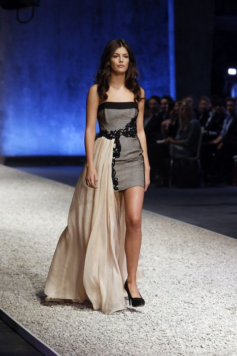 GNTM-Stf10-Epi03-Fashionshow-22-ProSieben-Richard-Huebner - Bildquelle: ProSieben/Richard Huebner