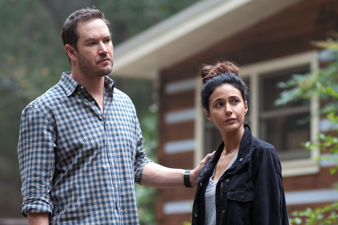 Brad Wolgast (Mark-Paul Gosselaar, l.); Dr. Lila Kyle (Emmanuelle Chriqui, r.) - Bildquelle: Erika Doss 2019 Fox and its related entities. All rights reserved. / Erika Doss