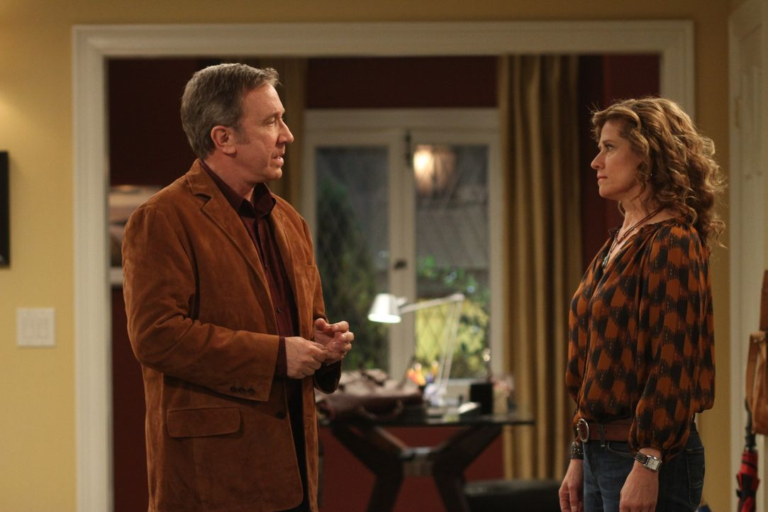 """Zwischen Mike (Tim Allen, l.) und Vanessa (Nancy Travis, r.) kommt es zur Diskussion über Mandys Wunsch, bei der Casting-Show """"Amercas-Top-Teen-Mode... - Bildquelle: 2011 Twentieth Century Fox Film Corporation"""