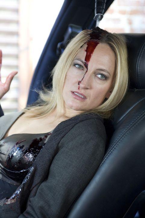 Die abgebrühte Auftragskillerin Eve (Zoe Bell) bekommt von einem Opfer kurz vor dem Ableben ein Messer in den Kopf gerammt. Nachdem sie von einem z... - Bildquelle: 2009 Colton Productions, Inc. All Rights Reserved.