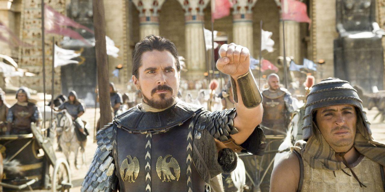 """Noch ahnt Moses (Christian Bale, l.) nicht, dass er sich schon bald gegen seinen """"Bruder"""" Pharao Ramses auflehnen wird, weil das Schicksal des israe... - Bildquelle: 2014 Twentieth Century Fox Film Corporation. All rights reserved."""
