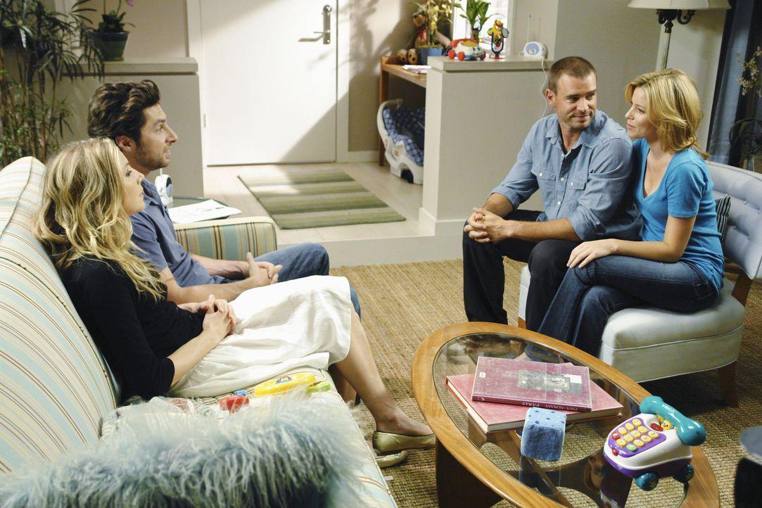 Elliot (Sarah Chalke, l.) und J.D. (Zach Braff, 2.v.l.) erleben eine Überraschung, als Kim (Elizabeth Banks, r.) ihnen Sean (Scott Foley, 2.v.r.),... - Bildquelle: Touchstone Television