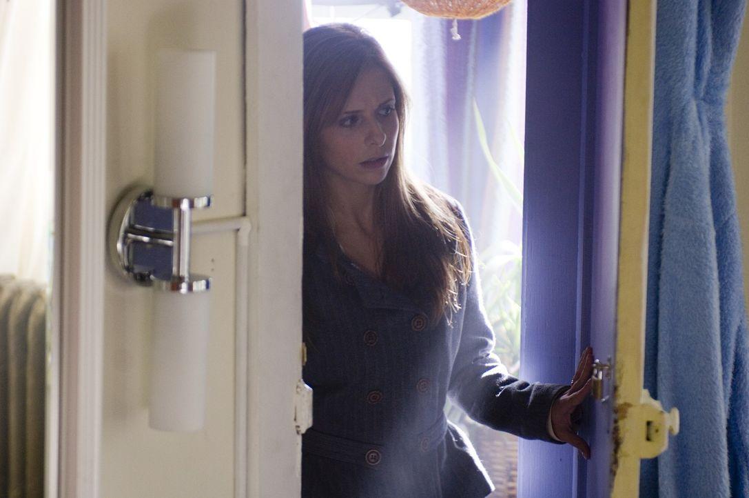 Obwohl sich Jess (Sarah Michelle Gellar) langsam zu ihrem veränderten Ehemann hingezogen fühlt, wird sie jedoch das Gefühl nicht los, dass etwas Bös...