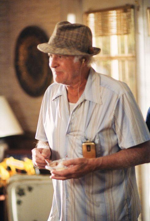 Großvater Victor (Robert Loggia) isst genüsslich sein Eis. - Bildquelle: TM +   2000 Twentieth Century Fox Film Corporation. All Rights Reserved.