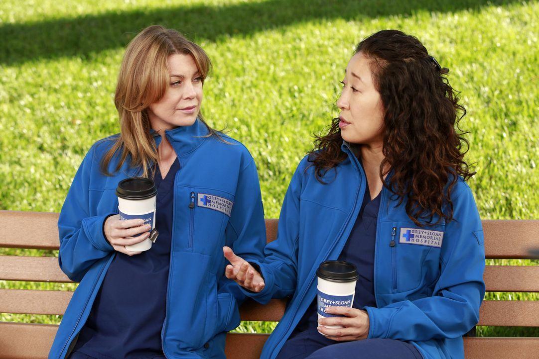Meredith (Ellen Pompeo, l.) erkennt während eines Gesprächs mit Christina (Sandra Oh, r.), dass diese ihre Kinder zwar liebt, jedoch nicht die Vor... - Bildquelle: ABC Studios