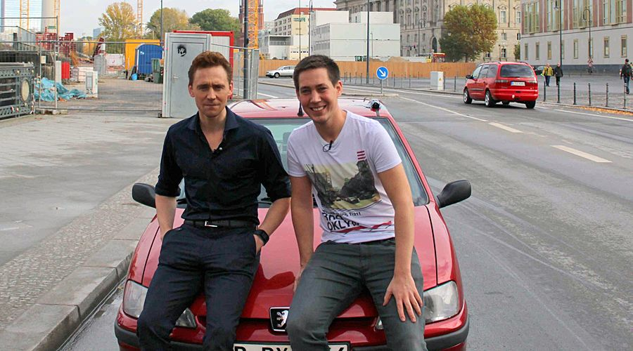 Stars in Cars mit Tom Hiddleston