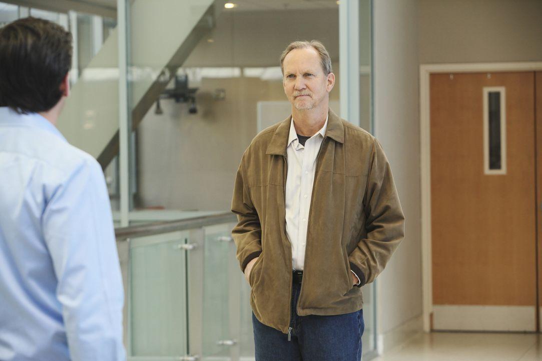 Mr. Clark (Michael O'Neill, r.) hat Derek (Patrick Dempsey, l.) gefunden. Wird er nun den Tod seiner Frau rächen? - Bildquelle: Touchstone Television