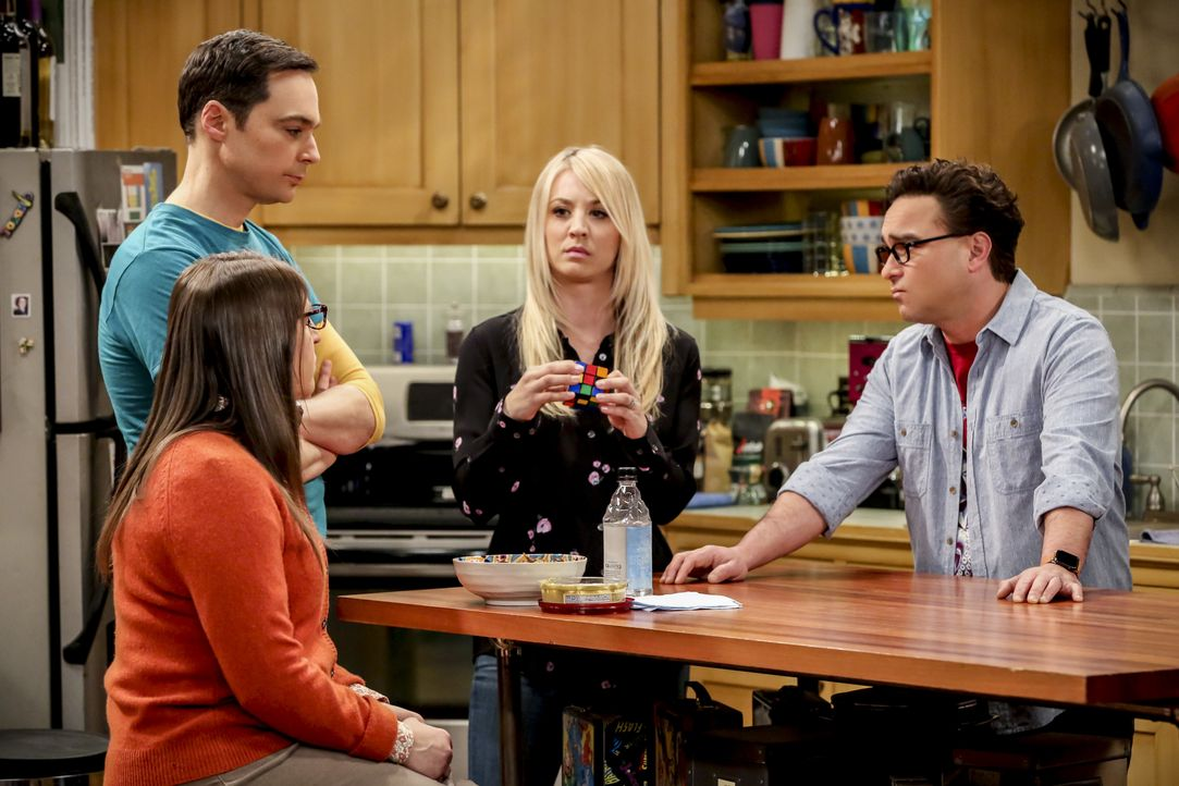 (v.l.n.r.) Amy Farrah Fowler (Mayim Bialik); Sheldon Cooper (Jim Parsons); Penny (Kaley Cuoco); Leonard Hofstadter (Johnny Galecki) - Bildquelle: Michael Yarish 2019 WBEI. All rights reserved. / Michael Yarish