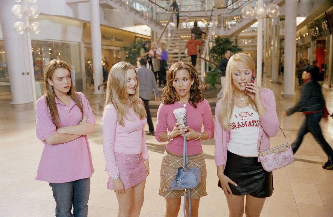 """Als Cady (Lindsey Lohan, l.) nach Illinois zieht, muss sie sich in der Schule neue Freundschaften schließen. Sie landet erst mal bei den """"Plastic-Gi... - Bildquelle: Paramount Pictures"""