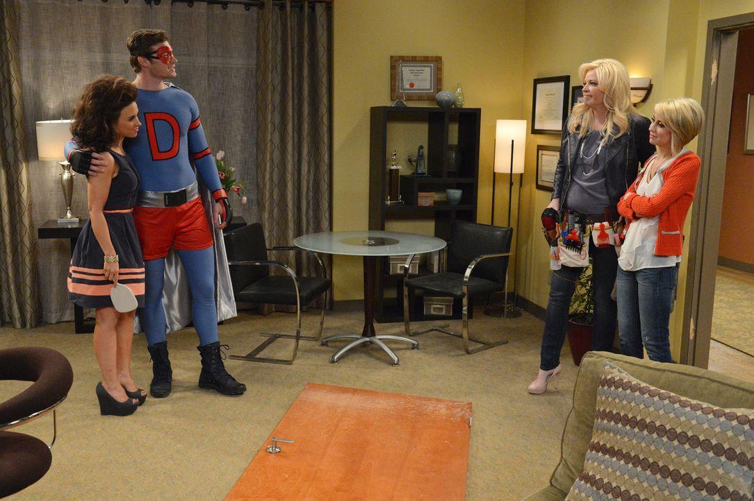 Riley (Chelsea Kane, r.) und Bonnie (Melissa Peterman, 2.v.r.) machen sich Sorgen darüber, dass Amy (Lacey Chabert, 2.v.l.) versucht, Danny (Derek T... - Bildquelle: Eric McCandless ABC Family