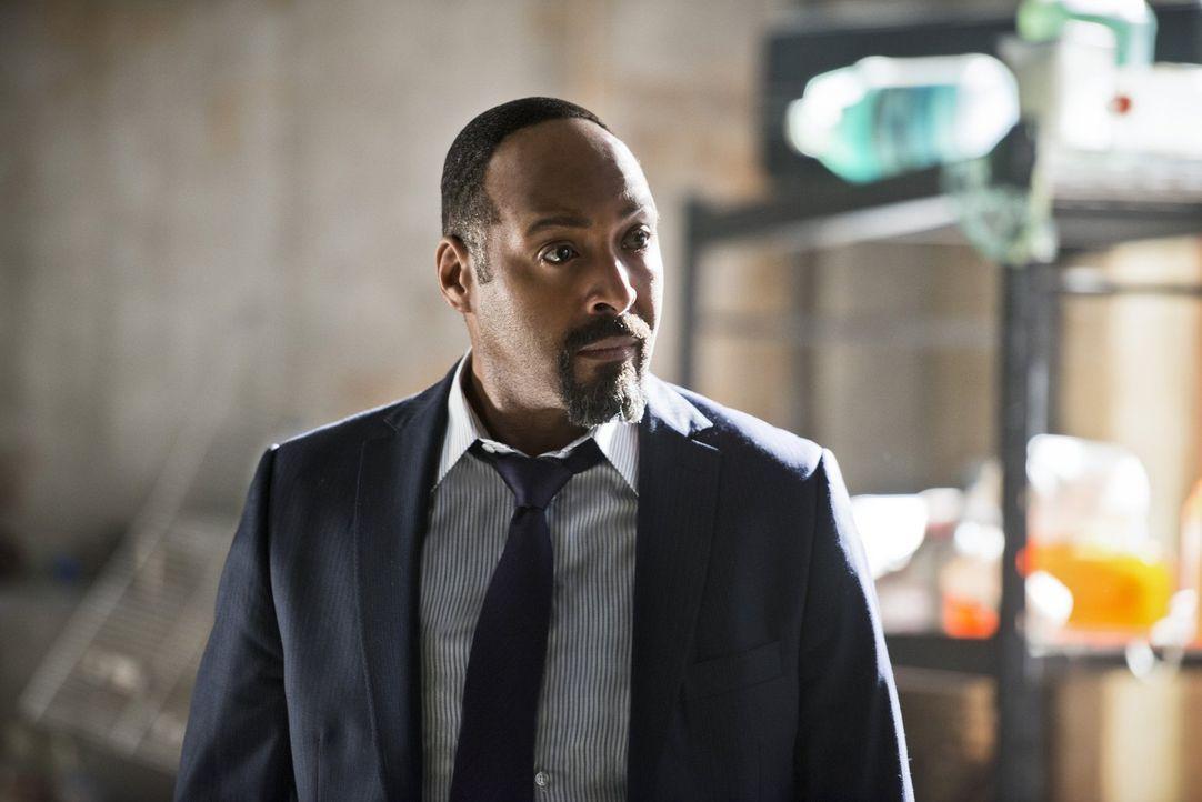 Ein ungebetener und gefährlicher Gast stattet Joe (Jesse L. Martin) und seinen Kollegen im Department einen Besuch ab und dieser hat möglicherweise... - Bildquelle: Warner Bros. Entertainment, Inc.