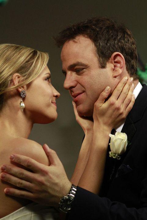 Der schönste Tag in ihrem Leben: Charlotte (KaDee Strickland, l.) und Cooper (Paul Adelstein, r.) ... - Bildquelle: ABC Studios
