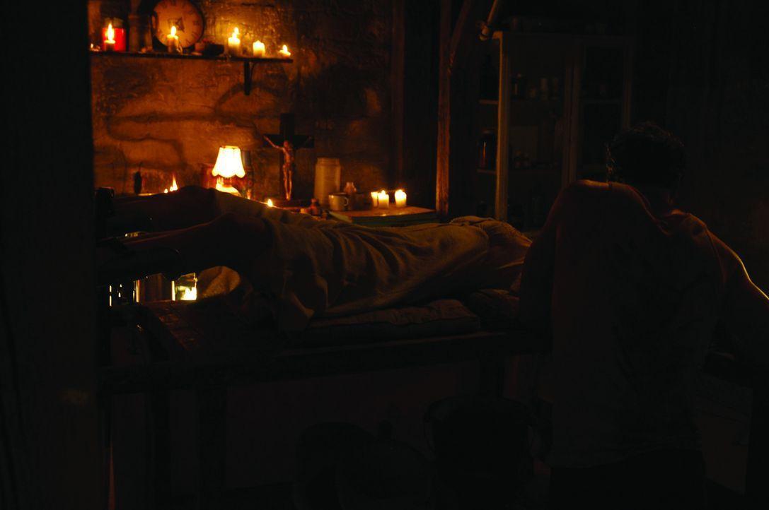 In der Hand religiöser Fanatiker beginnt für die junge Sheryl (Brianna Brown, liegend) ein mörderischer Überlebenskampf ...